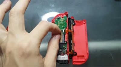 国外小伙用一张纸解决了Switch摇杆漂移问题(1)